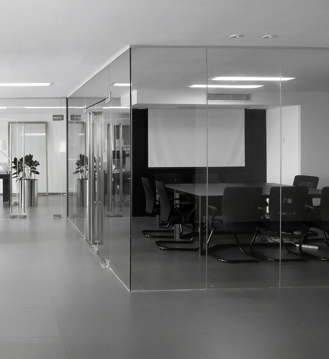 Mamparas de vidrio vidrieria corporacion vc for Mamparas de oficina precios